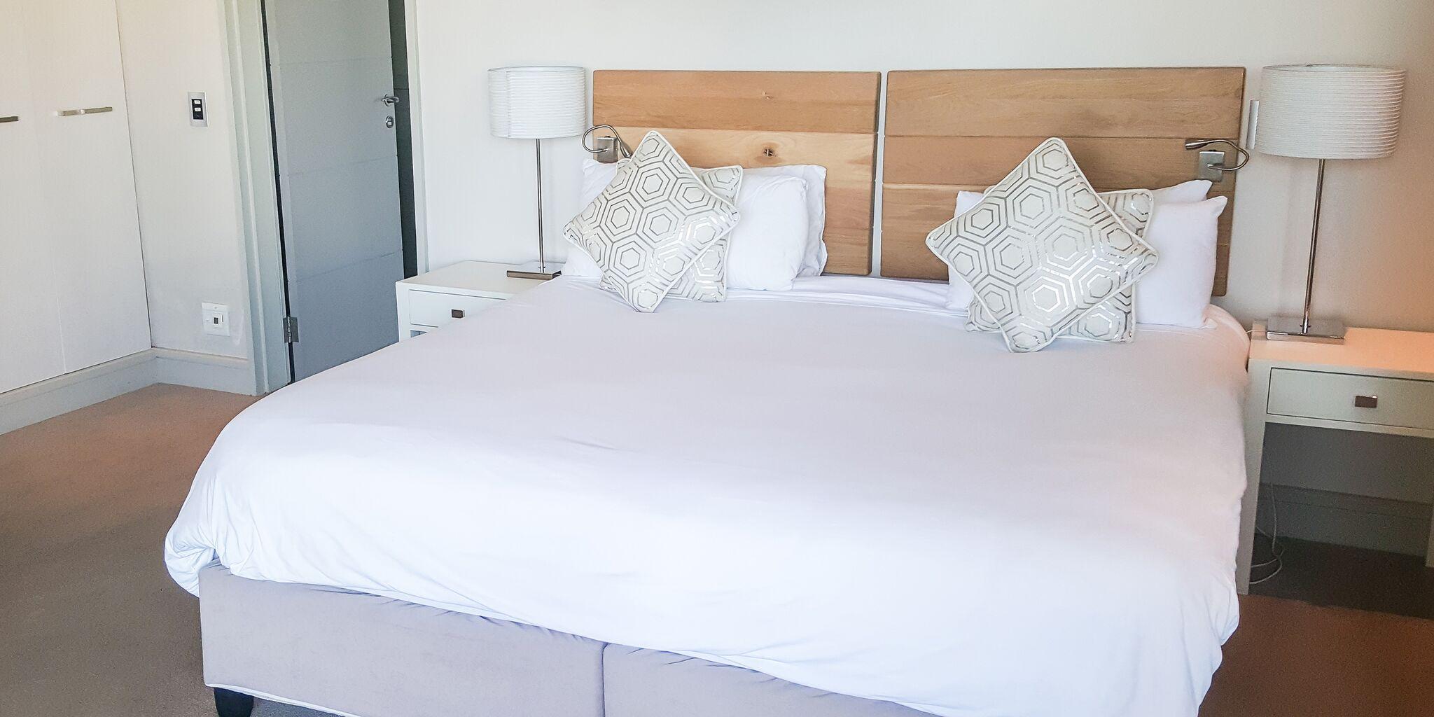 le paradis bedroom